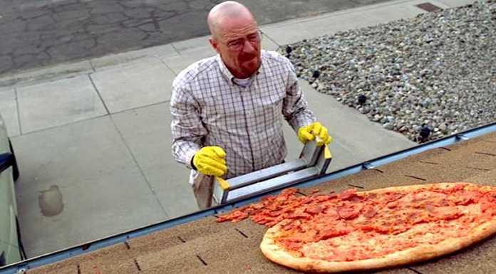 Una recinzione sulla casa di Breaking Bad per impedire alle persone di lanciare pizze